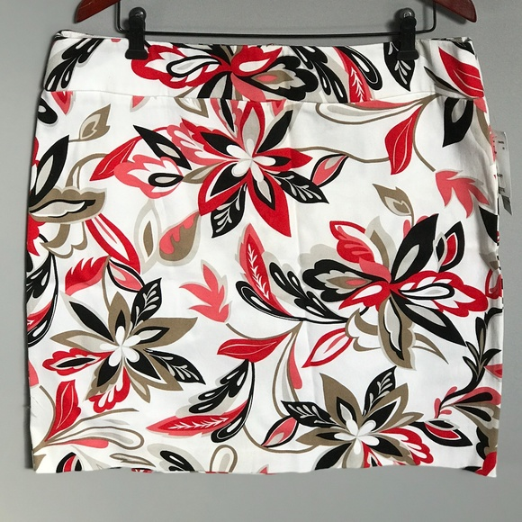 Cleo Petite Cotton NWT Skirt. So Cute! Size 16